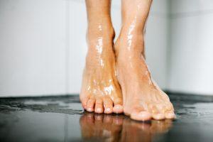 水虫予防にシャワーを浴びる
